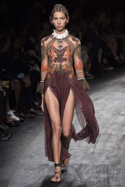 La settimana della moda parigina si arricchisce di Africa con ... 7a4f6dca8a3b