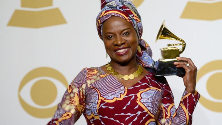 Angelique Kidjo fa innamorare dell'Africa a suon di musica.